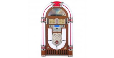 El frontal de la gramola jukebox Ricatech 3100
